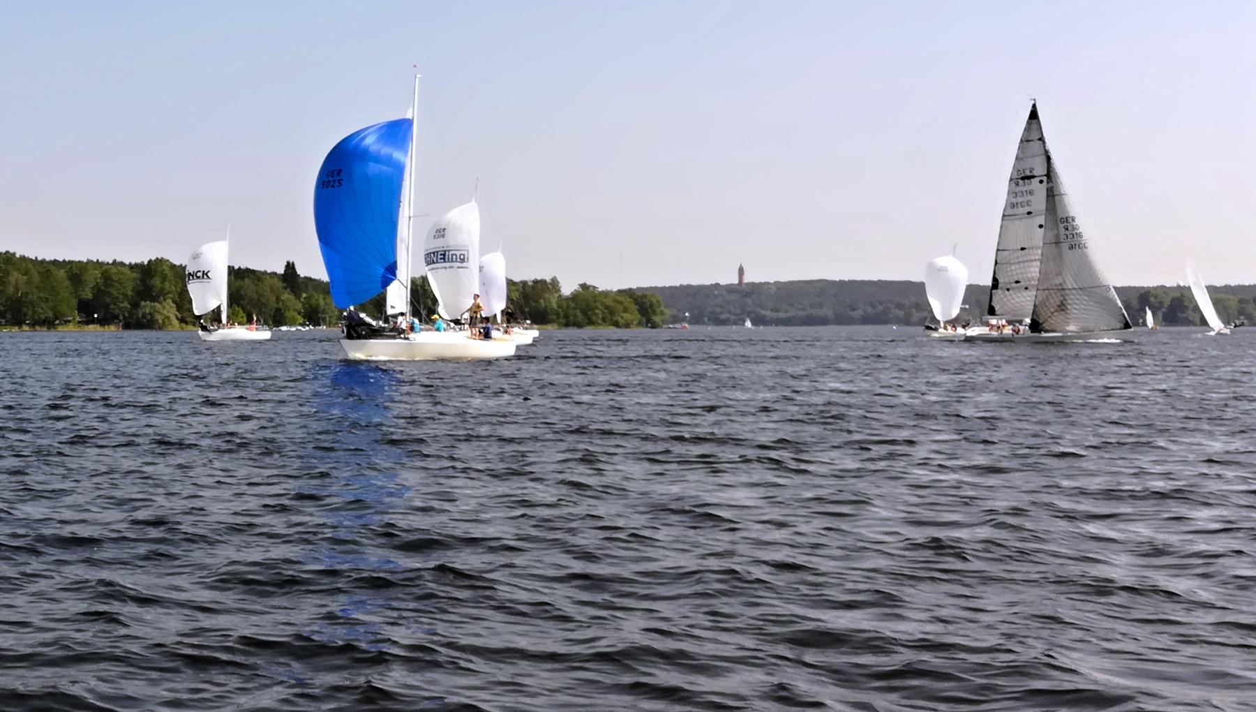 Rupenhorn Regatta 2018 des KaR - Wettfahrt 4 - Sweet kreuzt das Feld der J24 - Photo © SailingAnarchy.de